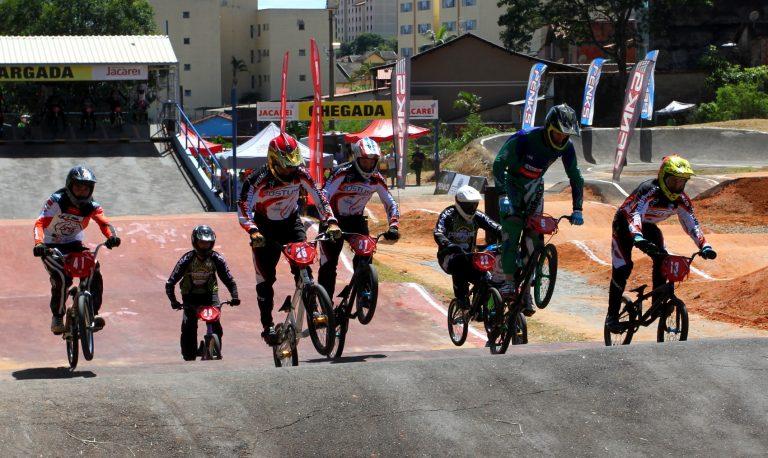 Bicicross: pilotos de Jacareí estreiam no Paulista neste domingo
