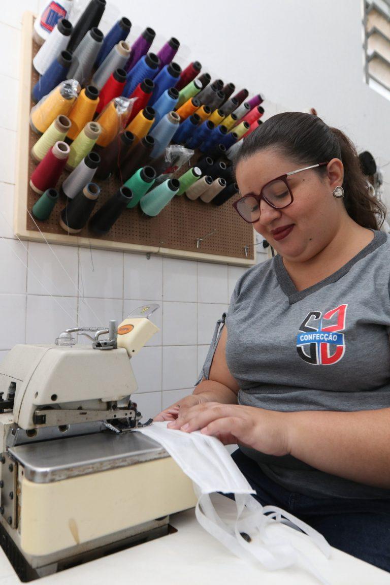 'Costura da solidariedade': Gestoras da Moda produzem itens hospitalares para a Santa Casa