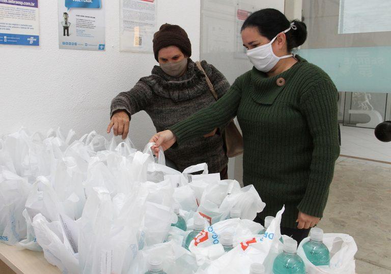 Prefeitura doa 'kit de segurança' aos ambulantes para retomada parcial dos trabalhos
