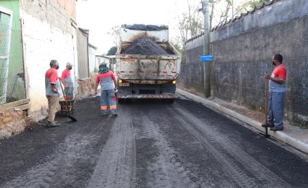 Rua Humberto Peloggia é entregue com 100% de asfalto novo