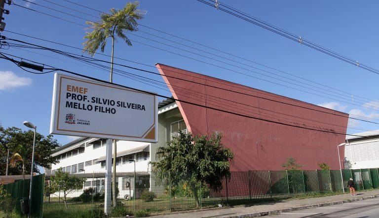 Escola de Jacareí faz carreata para matar saudades entre alunos e professores