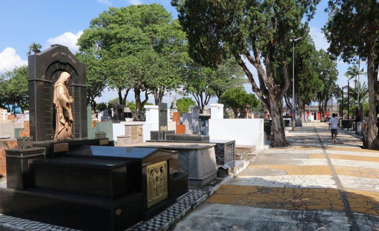 Cemitérios permanecem fechados para visitação no 'Dia dos Pais'