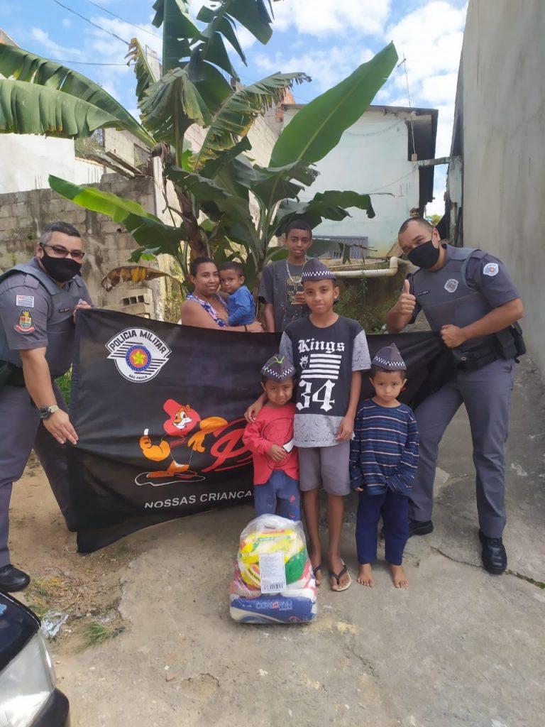 Ação Social da PM leva cestas básicas à famílias de alunos do Proerd em Jacareí