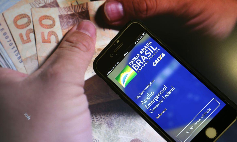 Caixa paga hoje auxílio para beneficiários nascidos em outubro