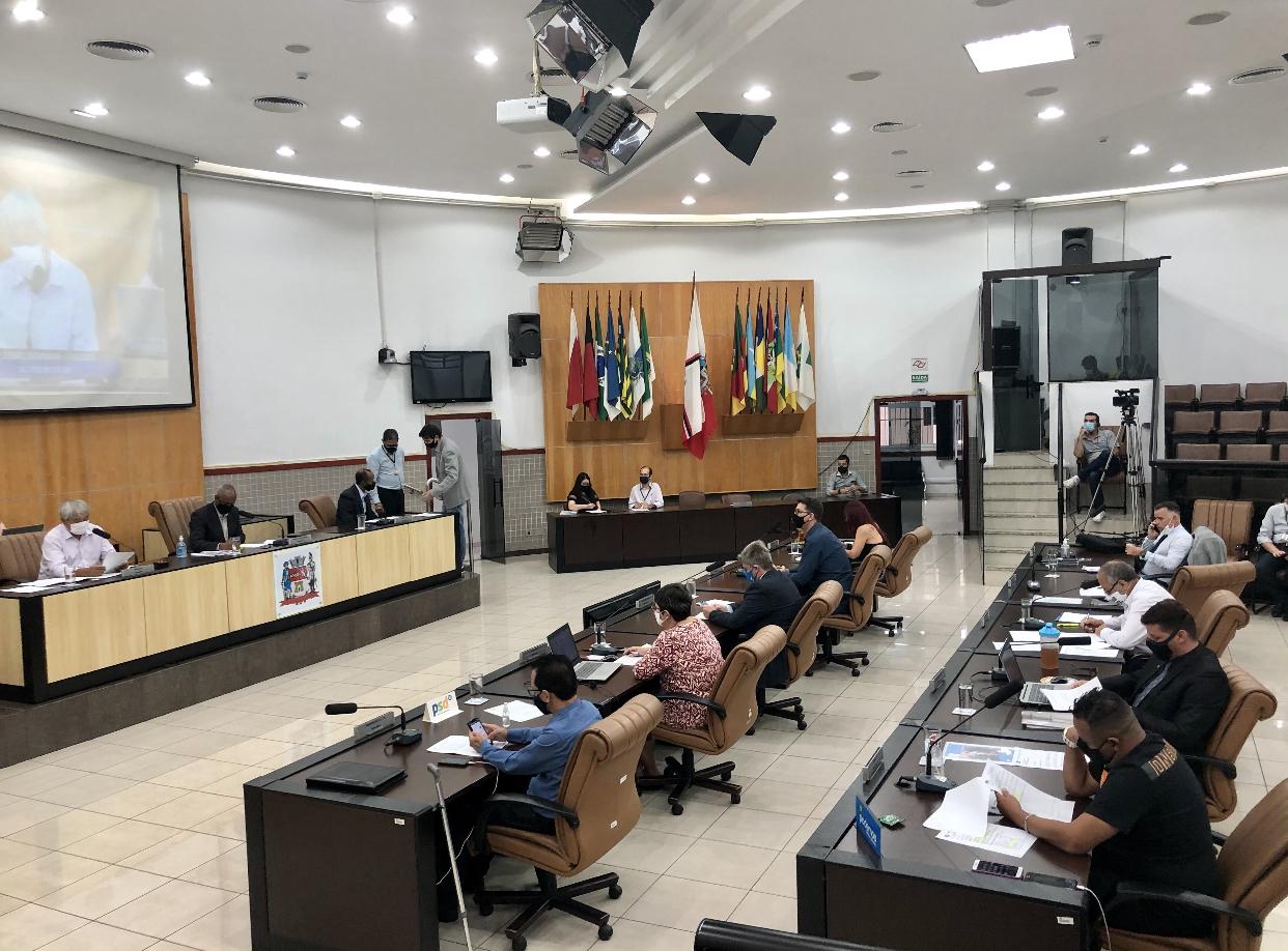Câmara rejeita veto do prefeito e permite a livre comercializaçãoo do serviço de taxi