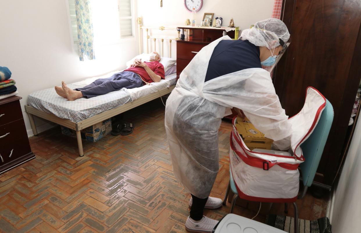 Jacareí inicia vacinação contra a Covid-19 em idosos acamados acima de 80 anos
