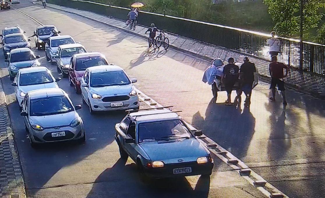 COI de Jacareí ajuda na prisão de indivíduos por furto
