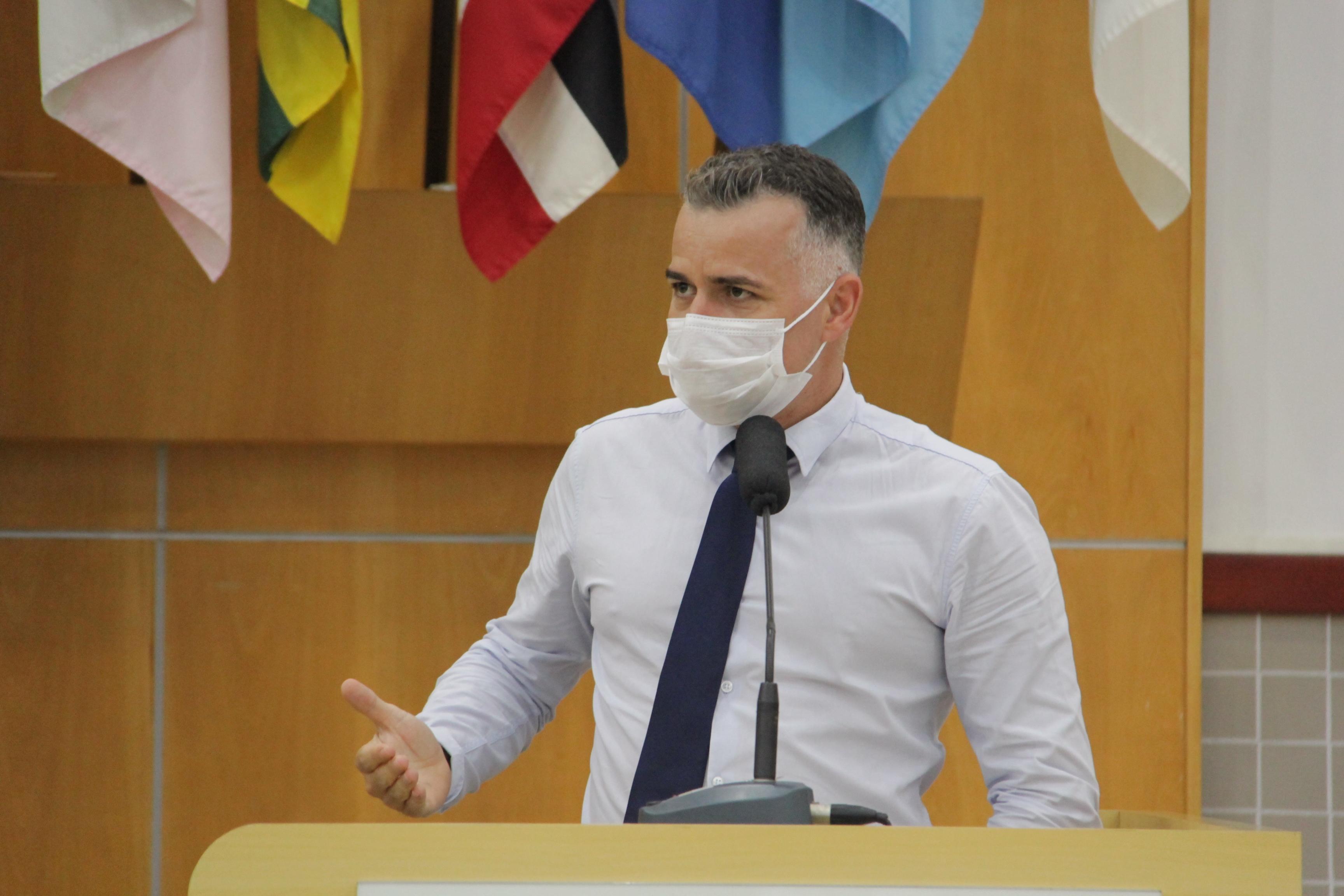 Vereador questiona prefeito sobre mau cheiro do Aterro Sanitário