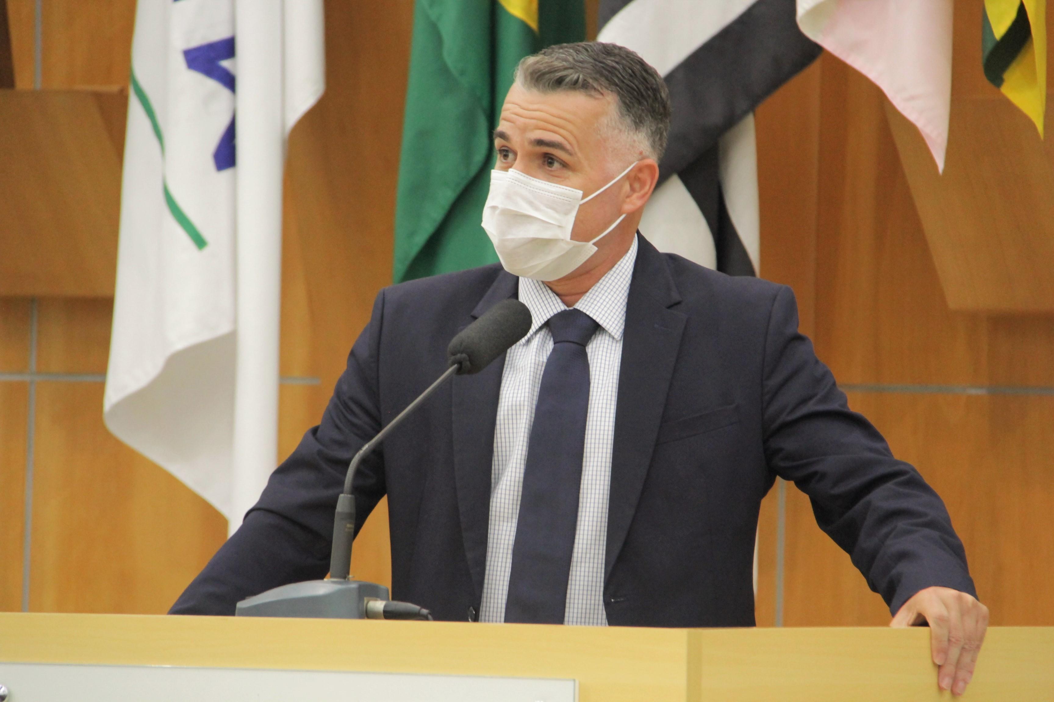 Vereador questiona prefeito sobre falta de recursos de emendas à Creche Carmelitas Lar São José e ao Jacareí Rugby