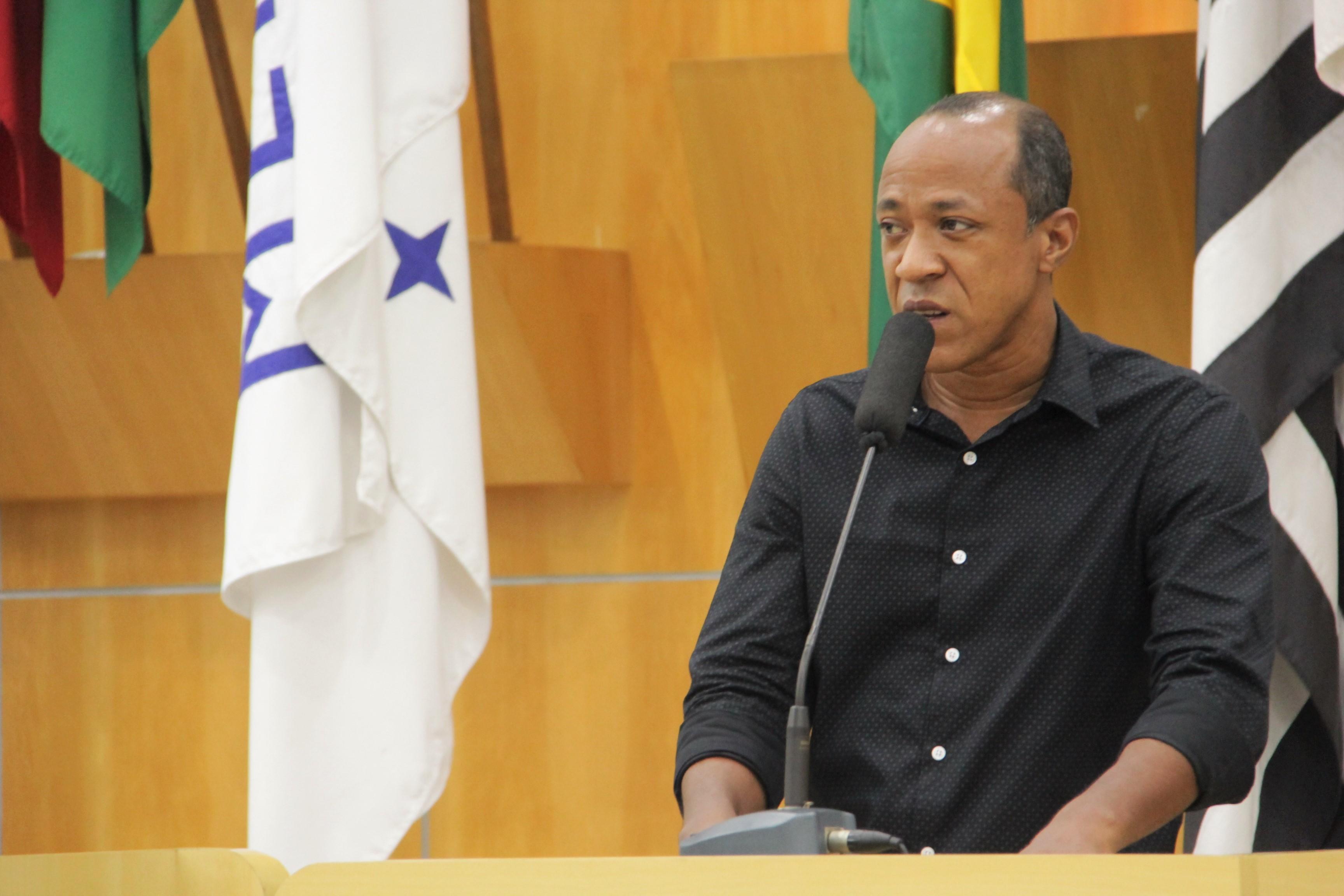 Rogério Timóteo questiona limpeza em terrenos abandonados em Jacareí