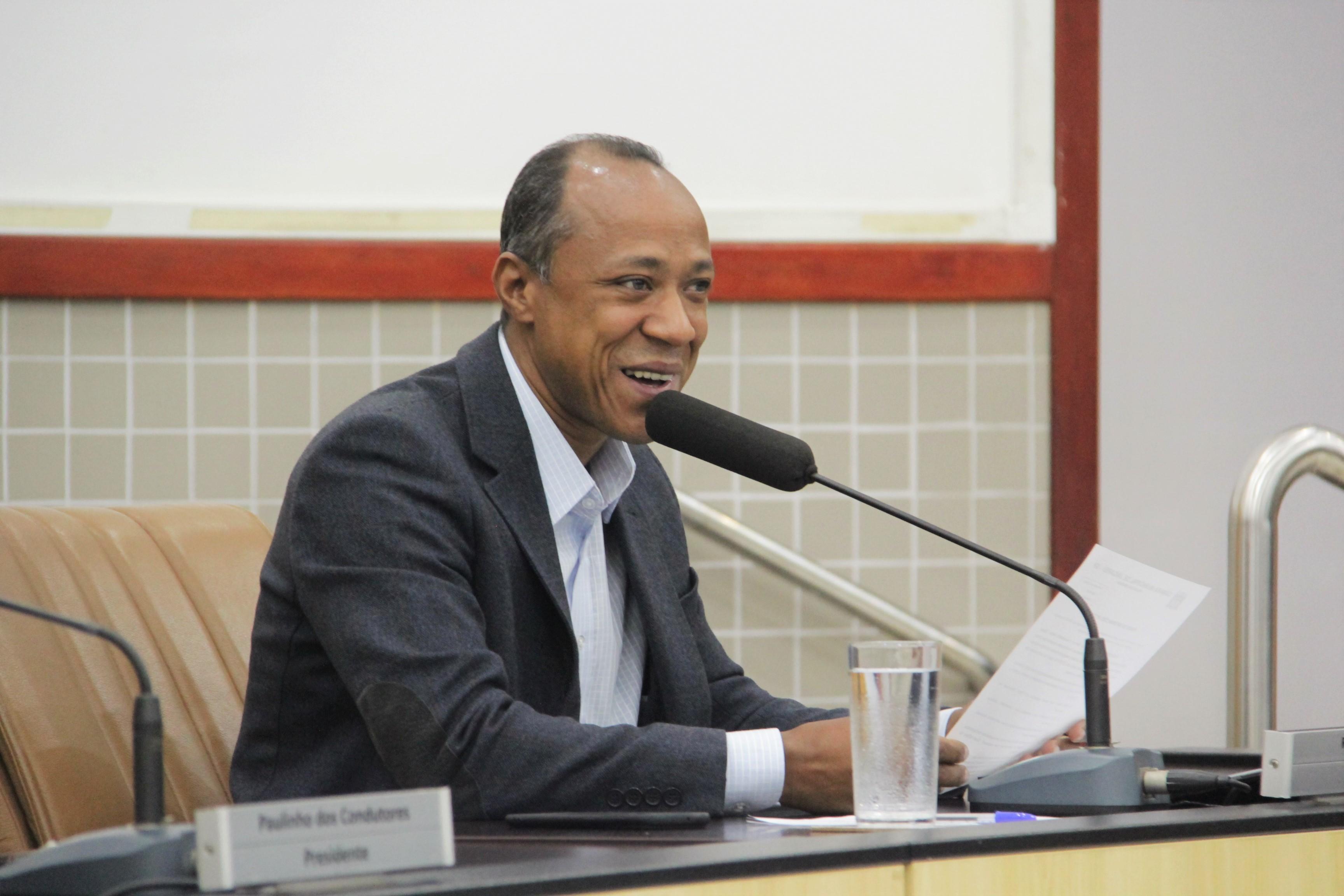 Rogério Timóteo pede providências na iluminação pública de dois bairros