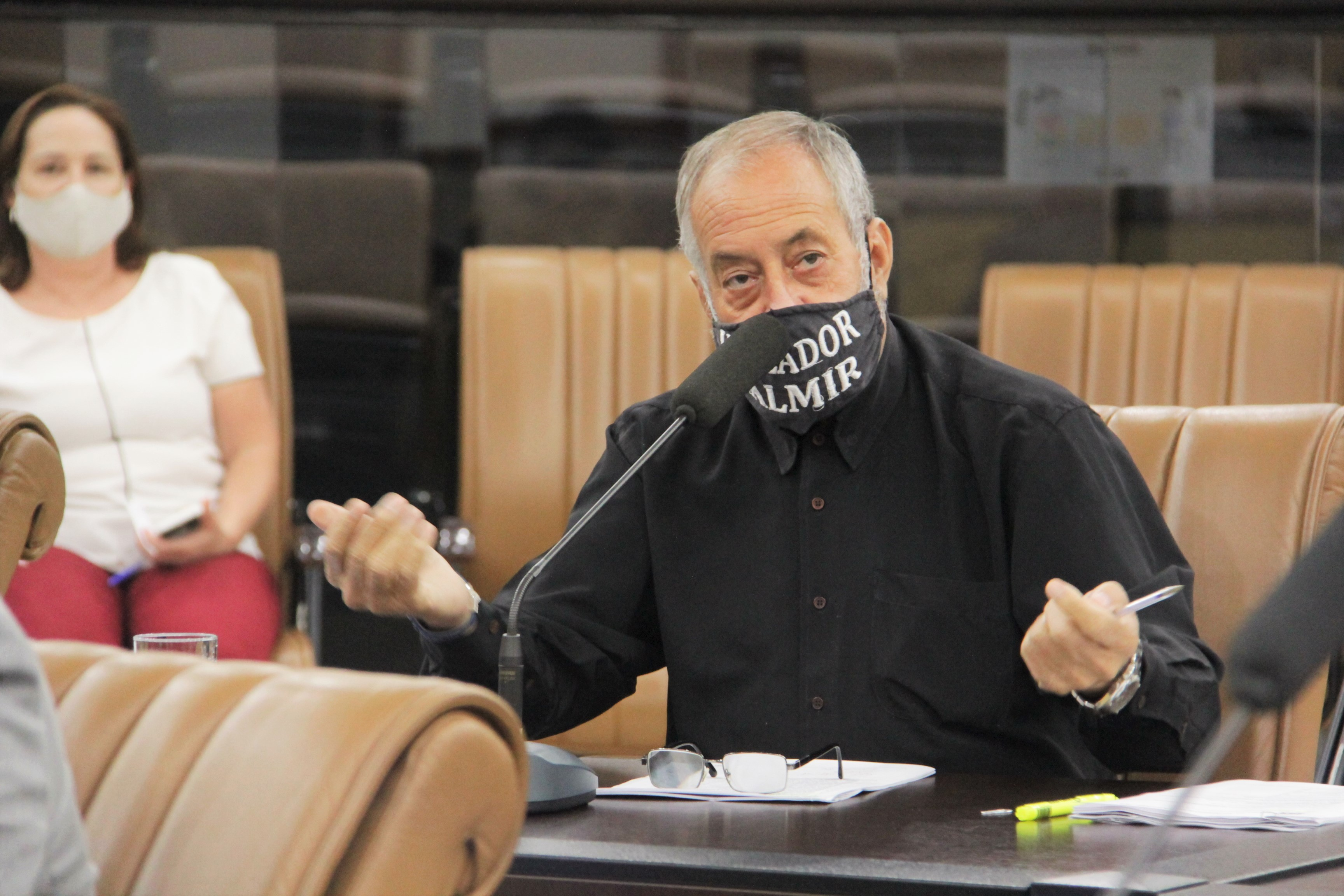 Valmir questiona prefeito sobre atraso em reforma na unidade de saúde do Nova Esperança