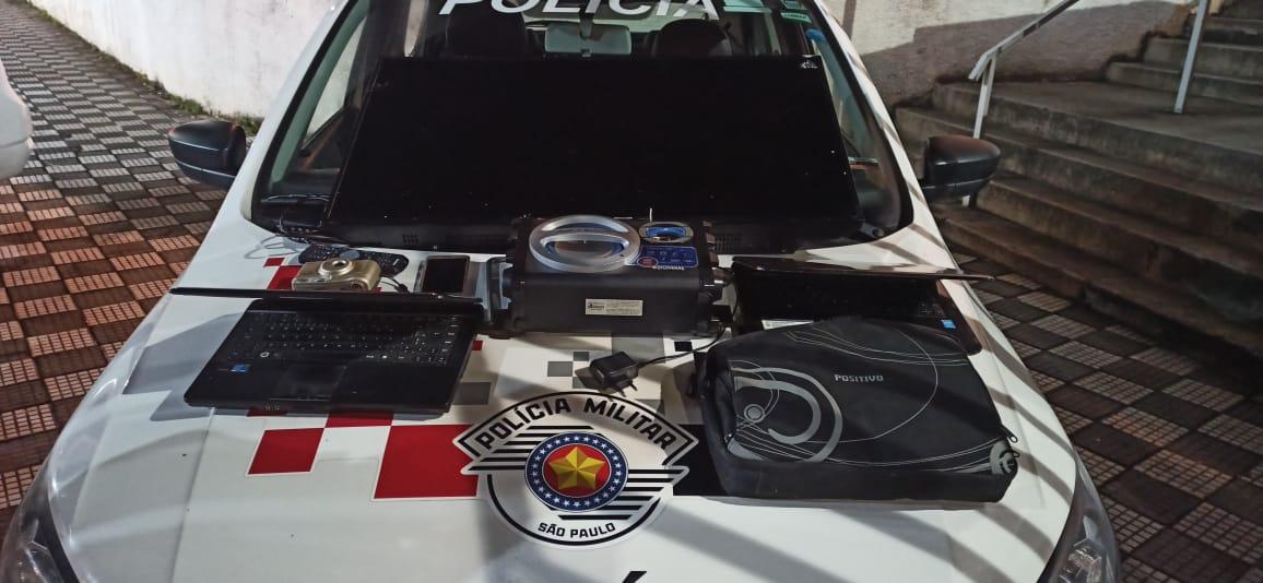Policiais prendem homem durante furto em escola de Jacareí