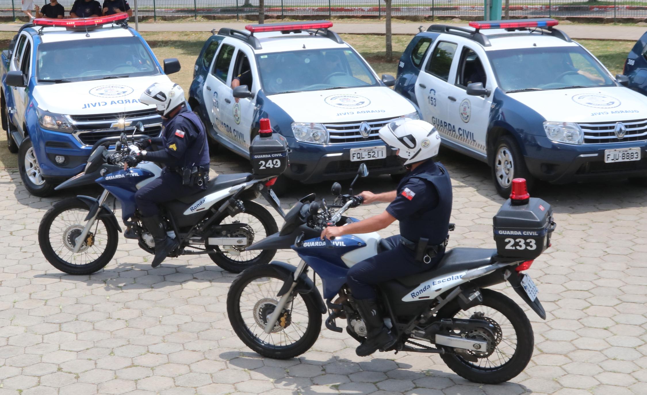 Vigilância e Fiscalização de Posturas fecham adega em Jacareí, com apoio da GCM e Força Tática da PM