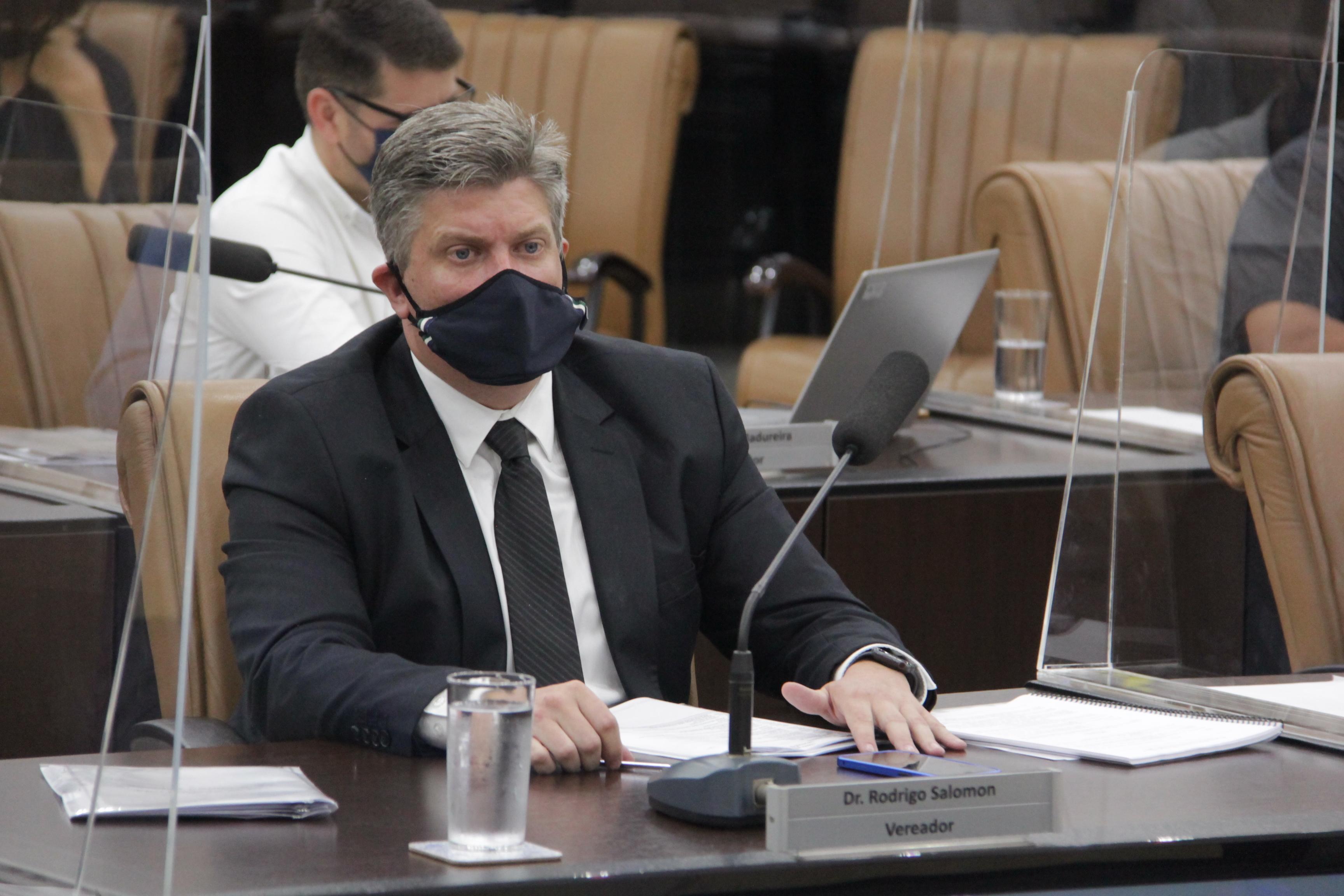 Vereador questiona adesão à entrega de marmitex aos alunos da rede pública