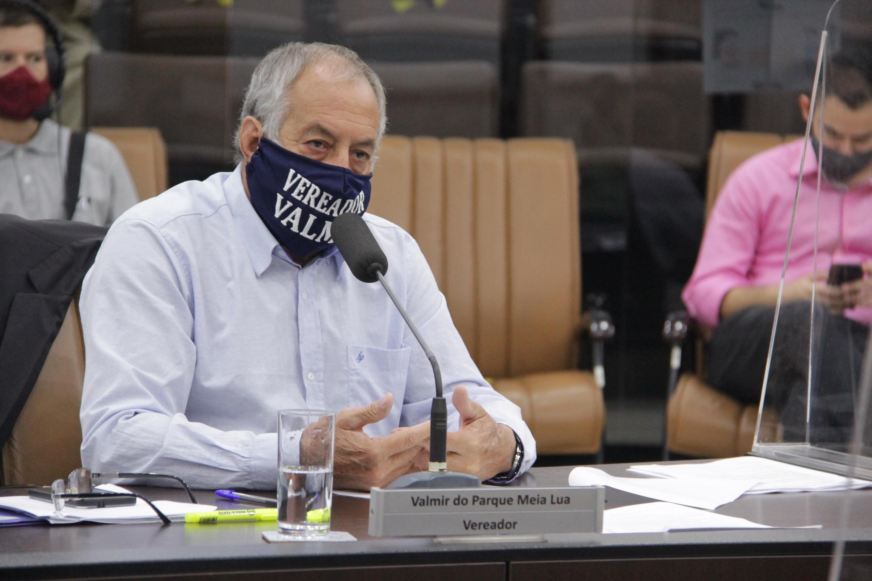 Valmir questiona Prefeitura sobre falta de limpeza em bueiros do Parque Meia Lua