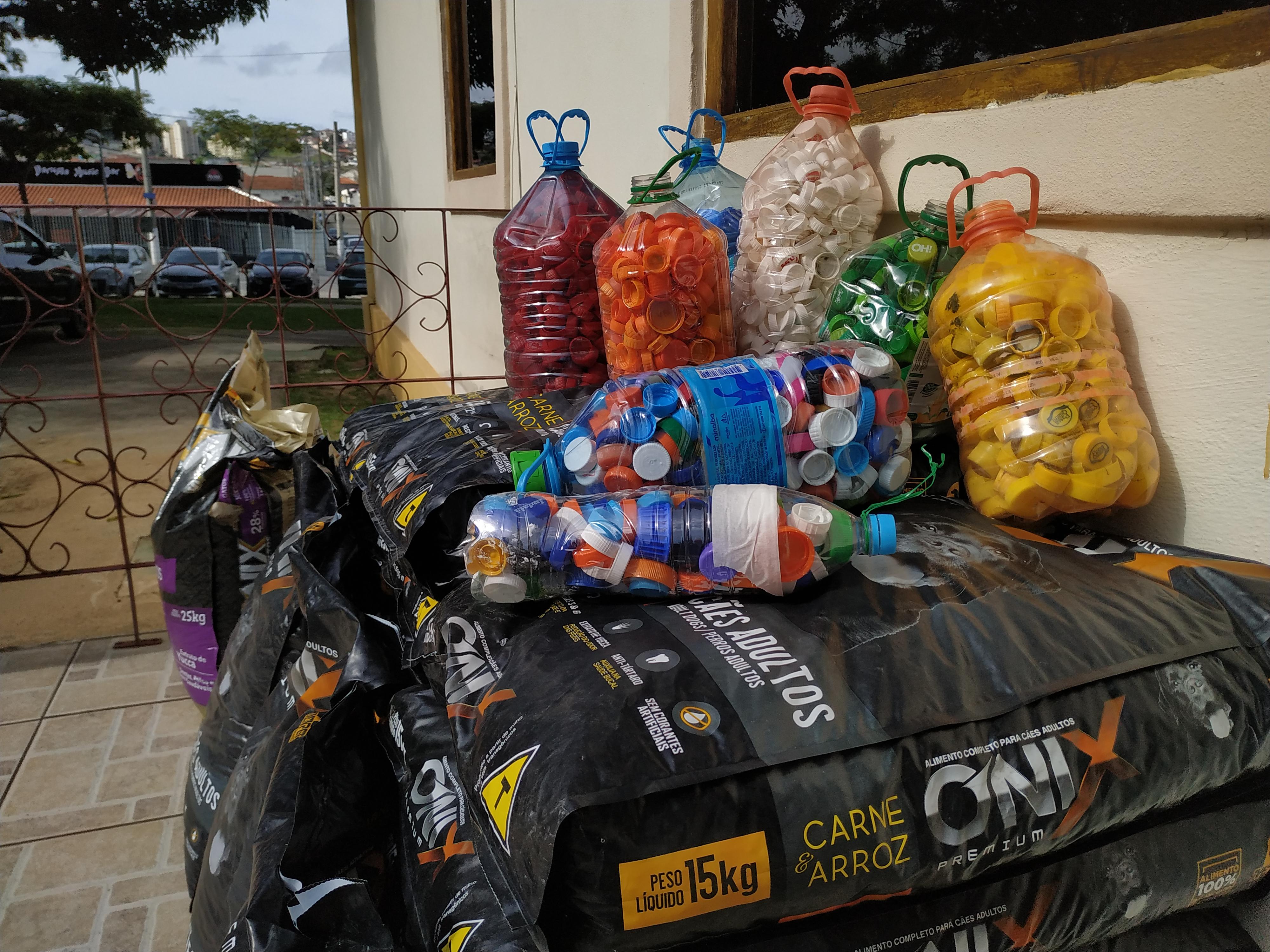 Ação entrega quase meia tonelada de ração para ONGs que cuidam de animais em situação de risco em Jacareí