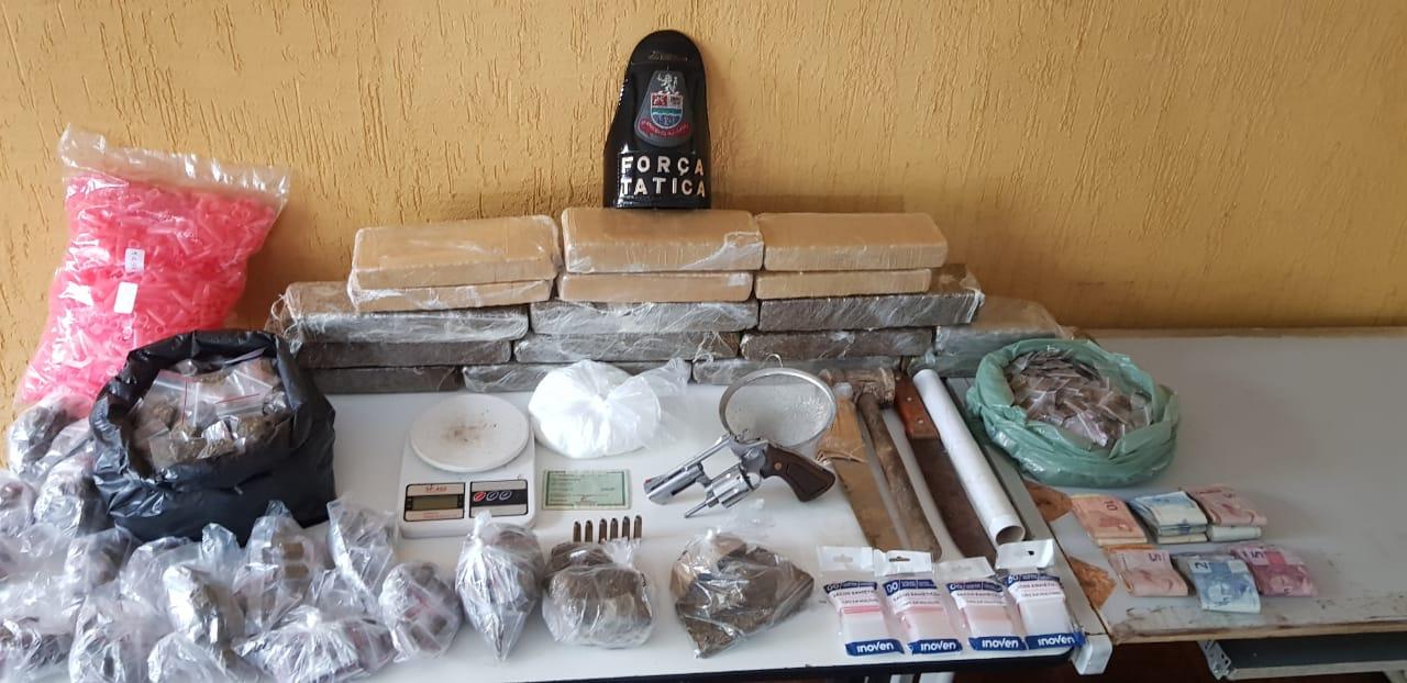 Trio é preso por tráfico de drogas e porte ilegal de arma em Jacareí