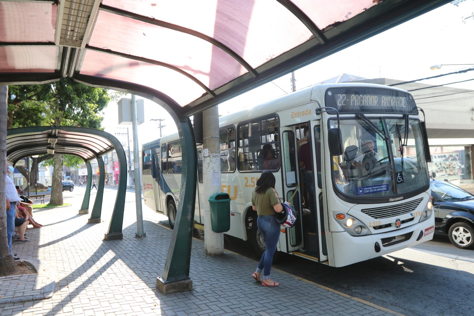 Três bairros de Jacareí passam a ser atendidos pelo transporte público municipal