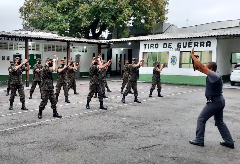 Guarda Municipal de Jacareí ministra treinamento aos atiradores do Tiro de Guerra
