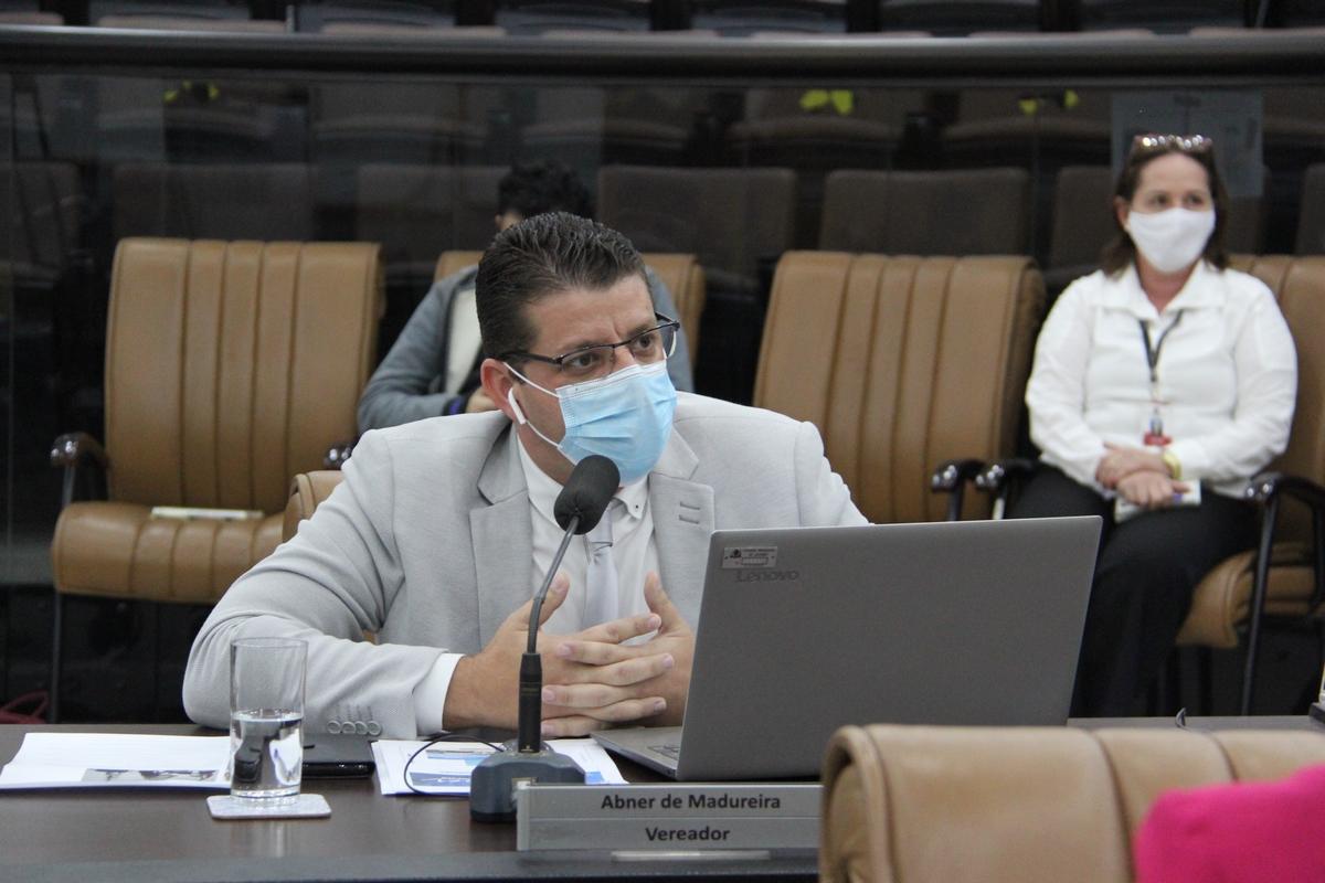 Vereador pede melhorias na iluminação pública de Jacareí