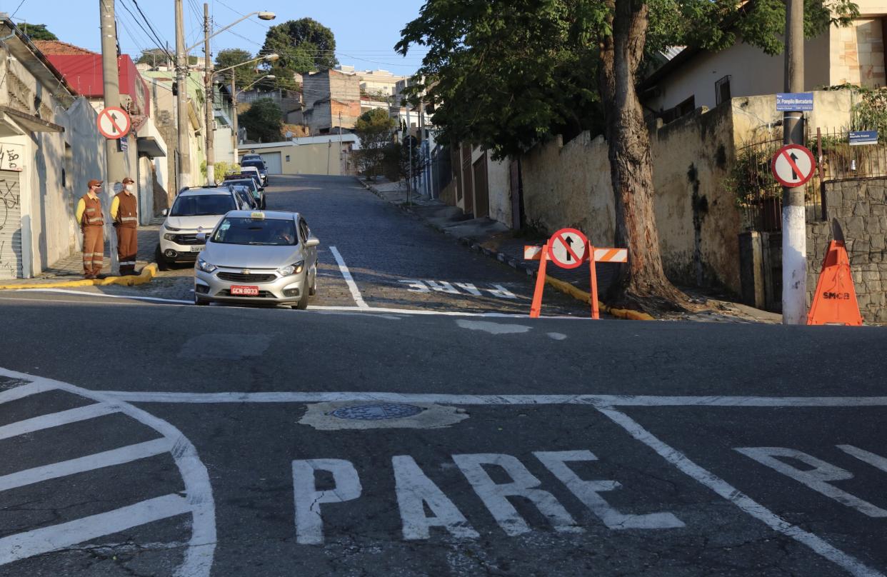 Trecho da rua Olímpio Catão recebe alteração de sentido de tráfego