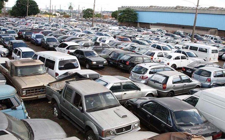 Vereadores assinam requerimento para implantação de pátio de recolhimento de veículos