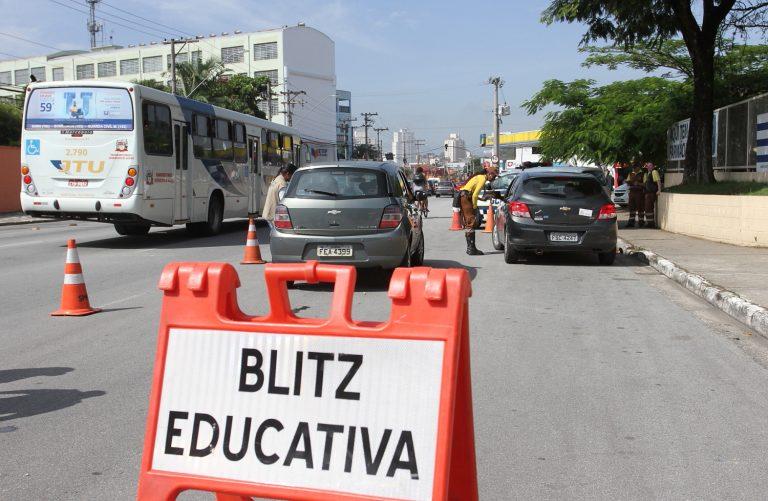 Jacareí realiza ações com agentes públicos, motoristas e jovens