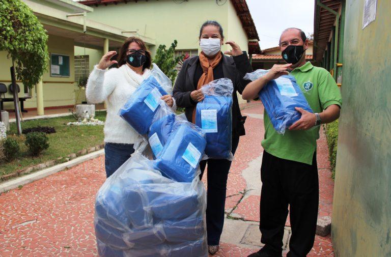 Jacareí Rugby faz primeiras doações de cobertores em campanha na cidade