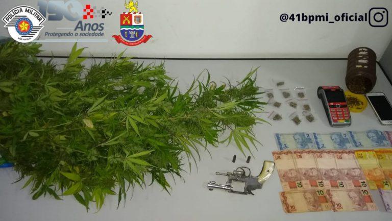 Adolescente é detido por porte ilegal de arma e tráfico de drogas em Jacareí