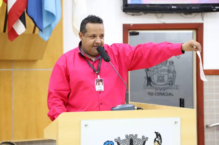 Vereador questiona Izaias sobre número de desempregados  em Jacareí