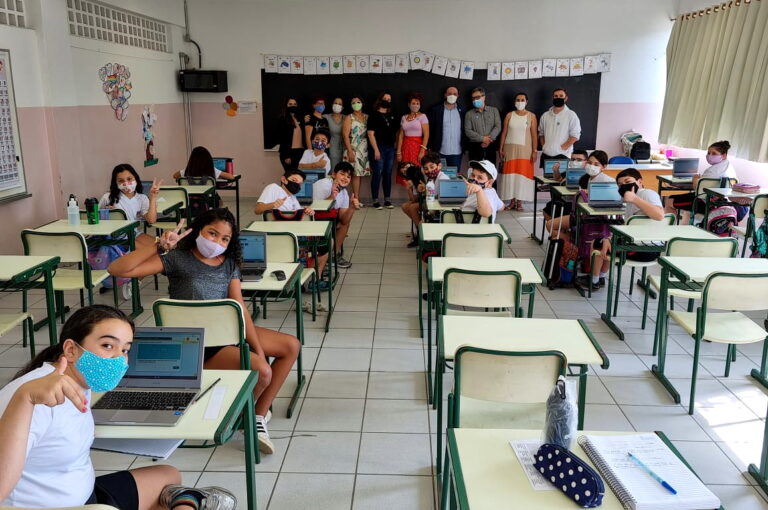 Técnicos da Finlândia visitam escolas municipais de Jacareí