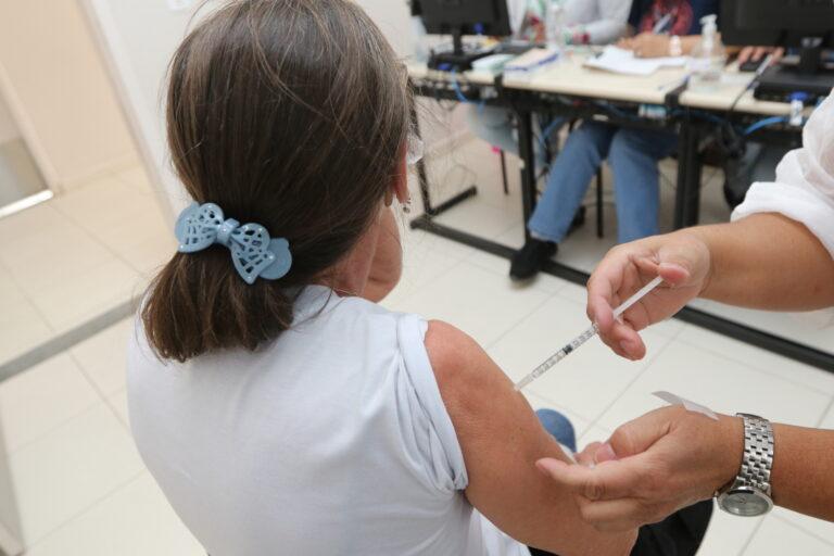 Sábado terá vacinas de primeira, segunda e terceira dose em Jacareí