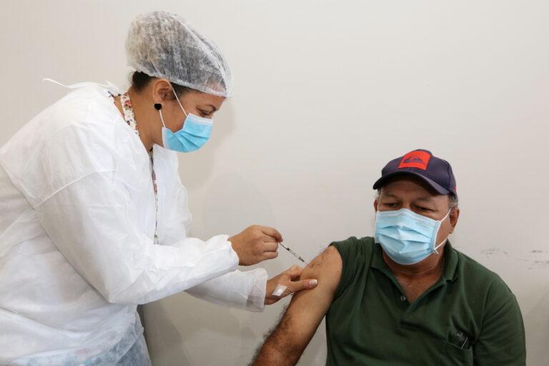 Jacareí segue com aplicação de segunda dose e da dose de reforço em idosos acima de 70 anos nesta quinta e sexta-feira