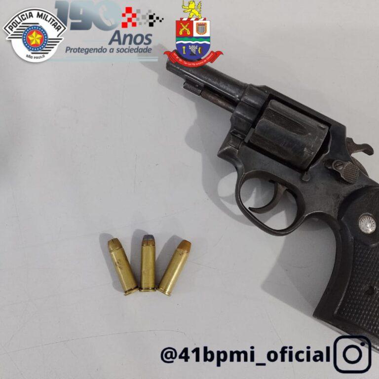 Dupla é presa por porte ilegal de arma em Jacareí